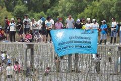 SAMUTSAKORN泰国9月15日:在冰r的未认出的peaple 图库摄影