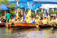 SAMUTSAKORN,泰国- 7月27日,泰国人在游行Tr微笑 图库摄影