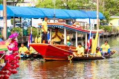 SAMUTSAKORN,泰国- 7月27,在游行的小船传统  库存图片