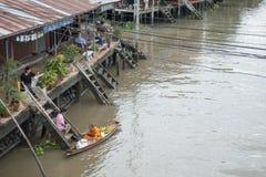 SAMUTSONGKHRAM,泰国- 6月6 :Ampawa浮动市场是a 库存照片