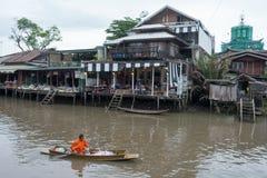 SAMUTSONGKHRAM,泰国- 6月6 :Ampawa浮动市场是a 免版税图库摄影