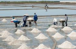 SAMUTSONGKHRAM TAILANDIA ï ¿½ 22 de julio de 2016: Trabajos que trabajan adentro foto de archivo