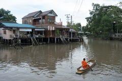 SAMUTSONGKHRAM, TAILANDIA - 6 GIUGNO: Il mercato di galleggiamento di Ampawa è a Immagini Stock Libere da Diritti