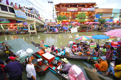SAMUTSONGKRAM, THAILAND. AUGUST 18 : Unidentified tourists and vendors in Amphawa floating market on August 18, 2007 in Royalty Free Stock Photography