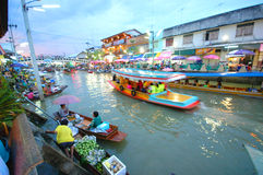 SAMUTSONGKRAM, THAILAND. AUGUST 18 : Unidentified tourists and vendors in Amphawa floating market on August 18, 2007 in Stock Photo