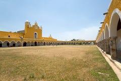 San Antonio de Padua franciscan kloster i Izamal, Yucatan, Mexi royaltyfria bilder