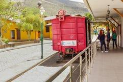 San Antonio de Pichincha, Pichincha, Ecuador - 29. Mai 2018: Ansicht im Freien von den nicht identifizierten Leuten, die den Zug  stockfoto