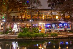San Antonio River Walk alla notte, il Texas, U.S.A. fotografia stock