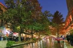 San Antonio Riverwalk τη νύχτα Στοκ Εικόνες