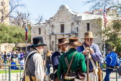 SAN ANTONIO, TEXAS - MARCH 2, 2018 - Men dressed as 19th century soldiers participate in the reenactment of the Battle of the Alam Royalty Free Stock Photos