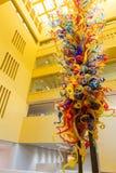 SAN ANTONIO TEXAS - MARS 26, 2018 - den San Antonio Central Library lobbyen med glass ` för tornet för skulptur`-fiestaen planlad arkivfoton