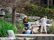 San Antonio Texas - mars 6, 2017: Det friafotoforsen längs floden går fotografering för bildbyråer