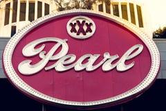SAN ANTONIO TEXAS, USA - NOVEMBER 2, 2018 - slut upp av pärlaområdestecknet Pärlan är en kulinarisk och kulturell destination arkivbilder