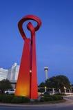 San Antonio Torch der Freundschaft an der Dämmerung stockfotos
