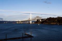 San anziano e nuovo Francisco Bay Bridge Fotografia Stock