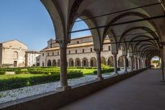 San Benedetto Po - Cloister av abbeyen Royaltyfria Foton