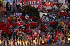 SAN Bernardino, περίπου ΗΠΑ - 3 17 Δεκεμβρίου 2015, προσωρινό μνημείο Α στο εσωτερικό περιφερειακό κέντρο (IRC) στο SAN Bernardin Στοκ φωτογραφίες με δικαίωμα ελεύθερης χρήσης