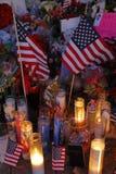 San Bernardino, ca 17 DECEMBER, 2015, het voorlopige gedenkteken van A op het Binnenlandse Regionale Centrum (IRC) in San Bernard Stock Foto