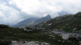 San Bernardino Pass passerande för 2 066 M högt berg schweiziska alps arkivfoto