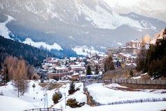 San Cassiano, Bolzano, Italië - 03 09 2018: skitoevlucht in Italië Dolomiet royalty-vrije stock foto