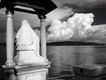 San che trascura Lago Maggorie a Arona, Italia Fotografia Stock Libera da Diritti