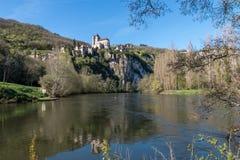 San Cirq Lapopie nel dipartimento del lotto, villaggio francese immagine stock libera da diritti
