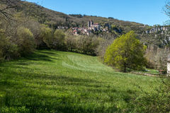 San Cirq Lapopie nel dipartimento del lotto, villaggio francese immagine stock