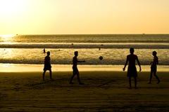 El jugar en la resaca Ecuador Imagen de archivo