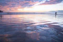 San Clemente Pier avec des réflexions de nuage Photographie stock libre de droits