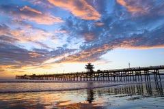 San Clemente Pier com reflexões da nuvem Fotografia de Stock Royalty Free