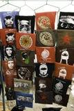 San Cristobal de Las Casas, Chiapas/México - 12-21-2008: venda da rua dos t-shirt com caráteres latino-americanos revolucionários Fotografia de Stock Royalty Free