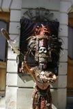 San Cristobal de Las Casas, Chiapas/Mexico - 12-21-2008: man i exotisk dräkt av en krigare Arkivbilder