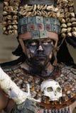 San Cristobal de Las Casas, Chiapas/Mexico - 12-21-2008: man i exotisk dräkt av en krigare Arkivbild