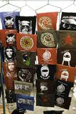 San Cristobal de Las Casas, il Chiapas/Messico - 12-21-2008: vendita della via delle magliette con i caratteri dell'America latin Fotografia Stock Libera da Diritti