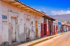 SAN CRISTOBAL DE LAS CASAS, MESSICO, MAGGIO, 17, 2018: Vie nella capitale culturale del Chiapas nel centro urbano Fotografie Stock Libere da Diritti