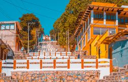 SAN CRISTOBAL DE LAS CASAS, MESSICO, MAGGIO, 17, 2018: Vista all'aperto della cappella di Christian Catholic su una collina con v Immagine Stock Libera da Diritti