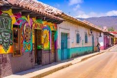 SAN CRISTOBAL DE LAS CASAS, MEXICO, 17 MEI, 2018: Straten in het culturele kapitaal van Chiapas in het stadscentrum stock afbeelding