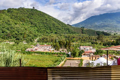 San Cristobal el Bajo & Agua-vulkaan, Guatemala Stock Afbeelding
