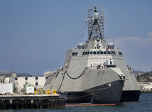 SAN DIEGO CA, USS, - Gabrielle Giffords LCS-10 dokujący Zdjęcia Stock