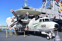 San Diego, Califórnia - EUA - dezembro 04,2016 - museu intermediário transportado por via aérea de Hawkeye USS fotos de stock royalty free