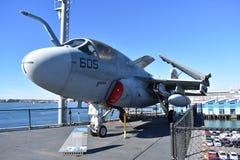 San Diego, Califórnia - EUA - dezembro 04,2016 - o espaço aéreo da guerra eletrônica no museu intermediário de USS imagens de stock