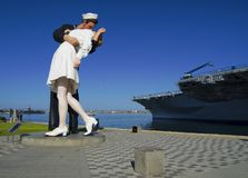 SAN DIEGO, Californië, de V.S. - 13 Maart, 2016: Kusstandbeeld in de haven van San Diego, de V.S. royalty-vrije stock foto