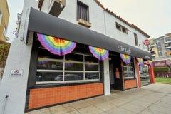 SAN DIEGO, CALIFORNIA - 13 DE JULIO DE 2017: el negocio local es favorable y que consigue listo para el LGBT anual Pride Festival imágenes de archivo libres de regalías