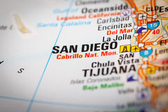 San Diego City sur une carte de route Photos stock