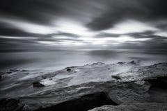 San Diego Coast en noir et blanc Image stock