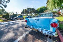 SAN DIEGO - 29 JUILLET 2017 : Vieille voiture de vintage le long des rues de ville S Image libre de droits