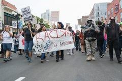 SAN DIEGO - 20. Juli 2013 Protestierender getragene Plakate in der Unterstützung Stockfoto