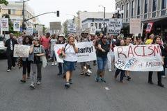 SAN DIEGO - 20. Juli 2013 Protestierender getragene Plakate in der Unterstützung Stockfotografie