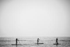 SAN DIEGO, KALIFORNIEN, USA - 24. AUGUST: stehen Sie oben Paddelgruppe an Lizenzfreie Stockbilder