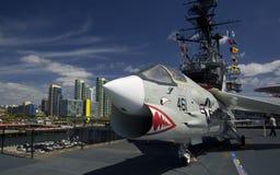SAN DIEGO, la Californie, Etats-Unis - 13 mars 2016 : USS intermédiaire dans le port de San Diego, Etats-Unis Photos stock